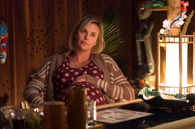 Au début du film, Charlize Theron est enceinte de son troisième enfant (©Mars Distribution).