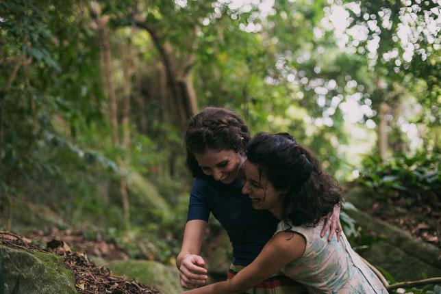 Euridice (Carol Duarte, à gauche) et Guida (Julia Stockler) sont deux sœurs inséparables mais que le destin va séparer (©ARP Sélection).