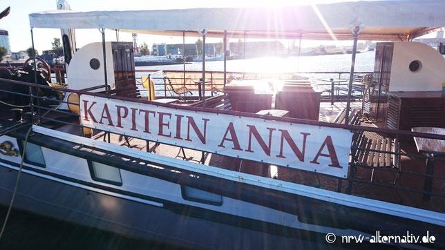 Ein alter Radschaufeldampfer wird in Amsterdam zum Hotel: Kapitein Anna auf der Nordseite der Ij.