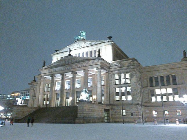 Schauspielhaus auf dem Berliner Gendarmenmarkt vor dem Jahreswechsel