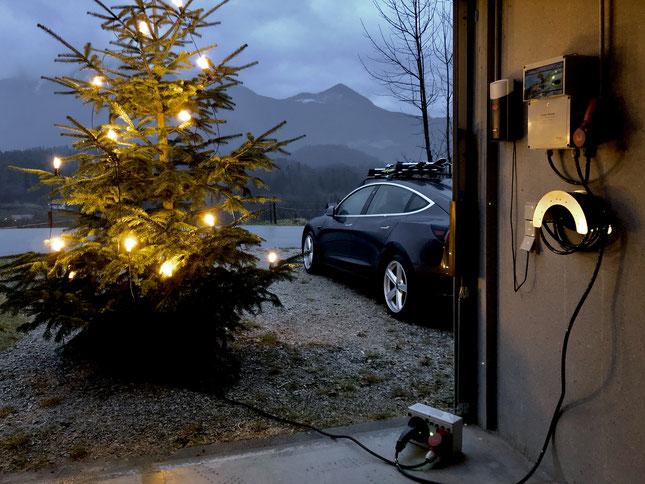 Wie kann ich einen Weihnachtsbaum aufladen?