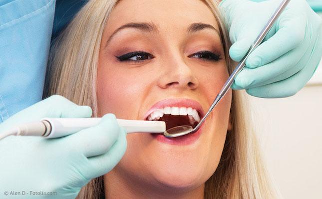 Digitale Aufnahme der Zähne für die Herstellung von Keramik-Inlays in einem Termin.