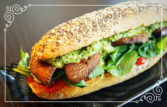 portobello sandwich mit walnu ruccola pesto thegenkikitchens webseite. Black Bedroom Furniture Sets. Home Design Ideas