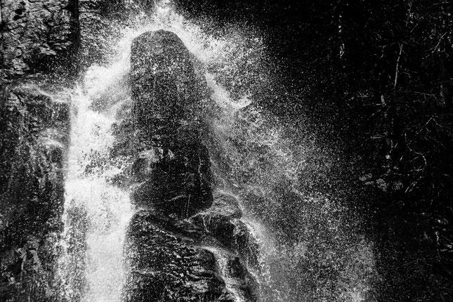 Trusetaler Wasserfall in Schwarzweiß