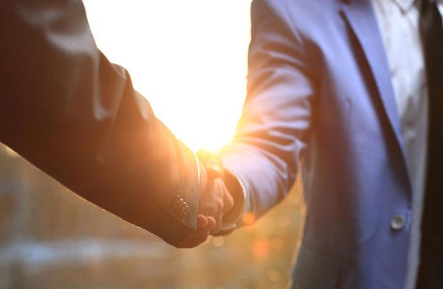 Handshake, Begrüßung, Gemeinsam in Richtung Fortschritt
