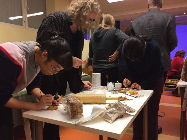 Kreative Arbeit und starke Konzentration beim Pfefferkuchen-Deko-Wettbewerb