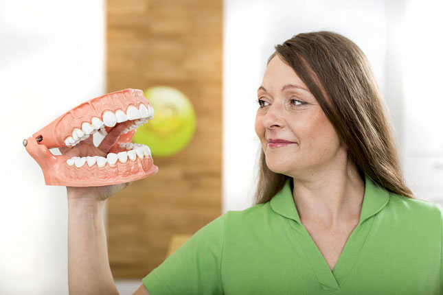 Eigene Zähne erhalten - mit uns können Sie wieder gut lachen.