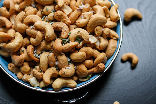 Want a list of healthy fats? These heart healthy foods will make delicious heart healthy meals! #healthyfats #fats #nuts #healthyrecipe #hearthealth