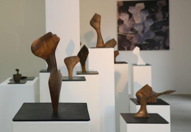 Heidrun Feistner: Engel der Geschichte / Blick in den Ausstellungsraum der Gießerei und Galerie Flierl / Foto HF