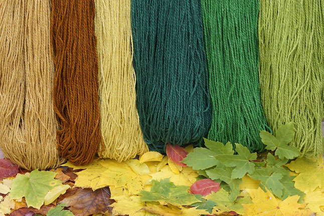 Wolle in traditionellen Strängen
