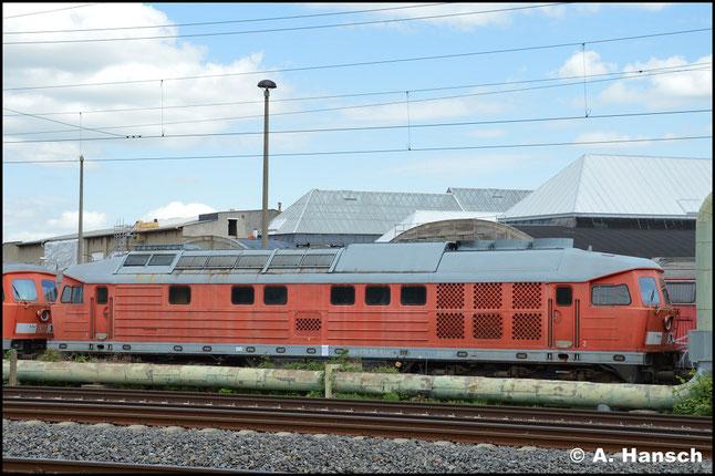 """233 515-6 ist eine von 9 """"Ludmillas"""", die am 29. April 2018 aus Mukran ins DB Stillstandsmanagement überführt wurden. Am 1. Mai 2018 konnte ich sie vorm AW Chemnitz fotografieren"""