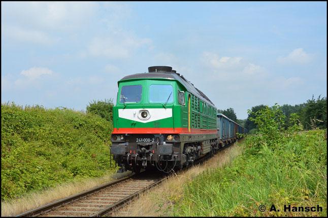 """241 008-2 hat bei der SBW auf der ehem. Wismutbahn eine neue würdige Aufgabe gefunden. Am 26. Juli 2016 hat sie unweit des Sandwerks Kayna/Starkenberg bei Dobraschütz einen Sandzug für die Großbaustelle """"Stuttgart 21"""" am Haken"""