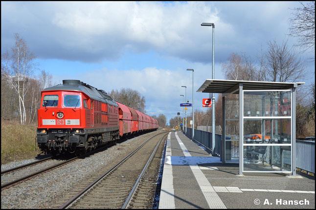 Nach ihrer HU in Daugavpils erstrahlt die Loknummer in neuer Schriftart. Am 31. Januar 2020 rauscht sie mit Leergips nach Küchwald durch den Hp Wittgensdorf ob. Bf.