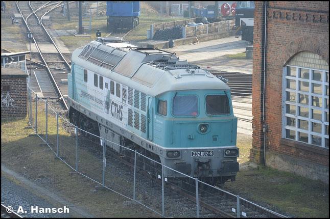 232 002-8 (ex DR 142 002-5, ex W232.02) steht am 21. Februar 2018 am Bw Gera. Einen Tag zuvor wurde sie von CTHS selbst abgestellt. Fristablauf hat die Maschine am 16. März 2018