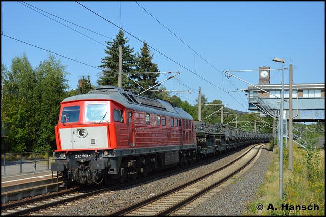 232 908-4 schleppt am 16. August 2018 einen langen Panzerzug aus Marienberg durch Chemnitz-Hilbersdorf Hp