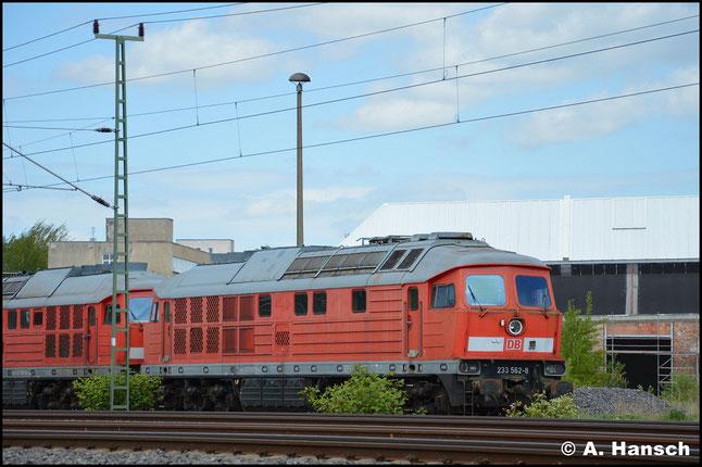 """233 562-8 ist eine von 9 """"Ludmillas"""", die am 29. April 2018 aus Mukran ins DB Stillstandsmanagement überführt wurden. Am 1. Mai 2018 konnte ich sie vorm AW Chemnitz fotografieren"""