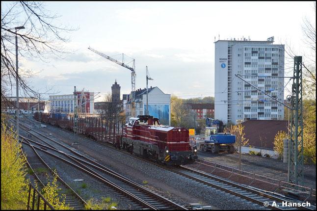 Leider bei totalem Gegenlicht, begegnete mir am 07. Mai 2021 4185 034-0 (CLR DE 18 001), die mit einem Leerholzzug nach Freiberg (Sachsen) unterwegs war. Am Zugschluss hing 155 016-9 als Wagenlok