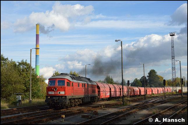 Am 12. Oktober 2017 ist 233 572-7 in der Region zu sehen. Mit dem Gipszug nach Großkorbetha verlässt sie den Rbf. Chemnitz-Küchwald