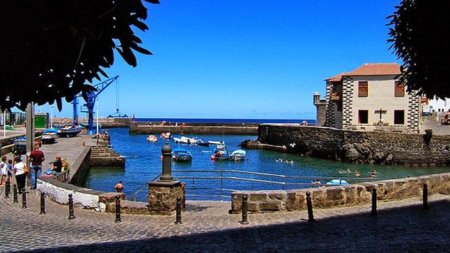 Hafen von Puerto de la Cruz wo man am morgen frischen Fisch kaufen kann.