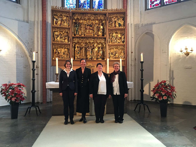 Foto: no kreisās mācītāja Zanda Ohff, LR Goda konsule Dr. Zommerkampa-Homane, prof. Dace Balode, mācītāja Christa Hunziger