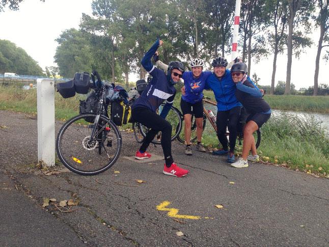Die Radler an der belgischen Grenze