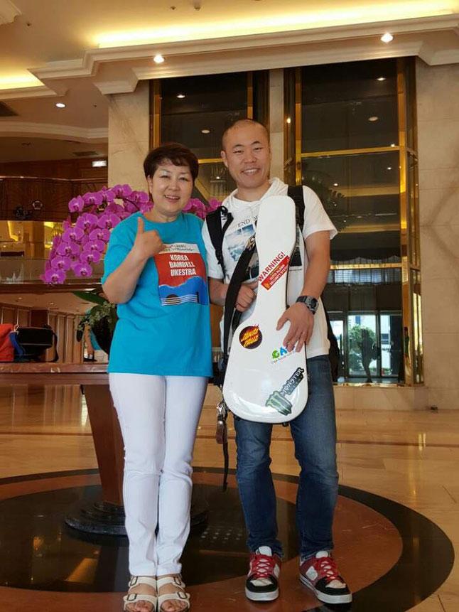 イベント当日の朝、ホテルのロビーで副社長のパークさんと♪