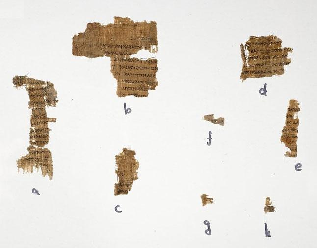 Papyrus P458, composé de 8 fragments - C'est la plus vieille copie de la Septante. Des espaces vides indiquent l'emplacement du tétragramme