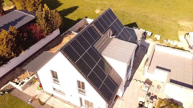 Photovoltaikanlage auf einem Einfamilienhaus © iKratos