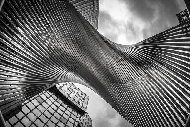 Schwarz-Weiß Skulptur