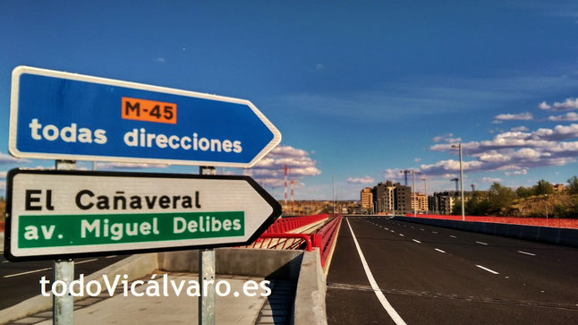 Puente sobre la M45 en la avenida de Miguel Delibes - El Cañaveral, Vicálvaro, Madrid