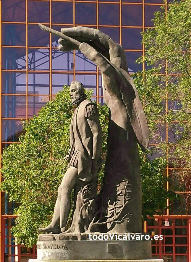Escultura dedicada a Miguel de Cervantes