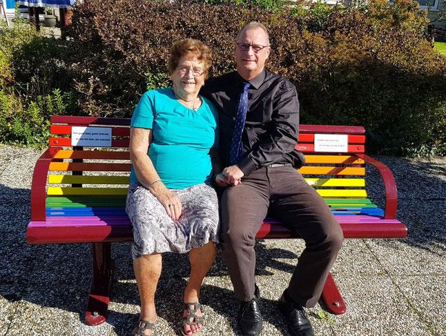 Mevrouw Christien Bregman en de heer Piet Karsten