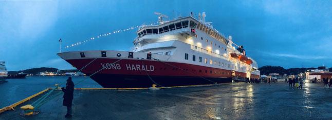 MS Kong Harald im Hafen von Bodo