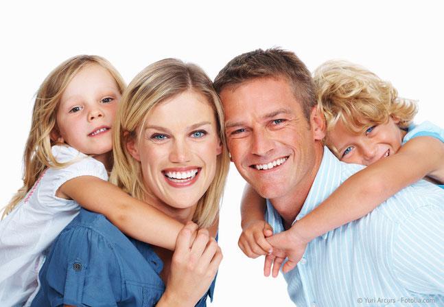 Die meisten Menschen denken bei Kieferorthopädie nur an schöne Zähne. Sie kann aber auch entscheidend zur Gesundheit beitragen! (© Yuri Arcurs - Fotolia.com)