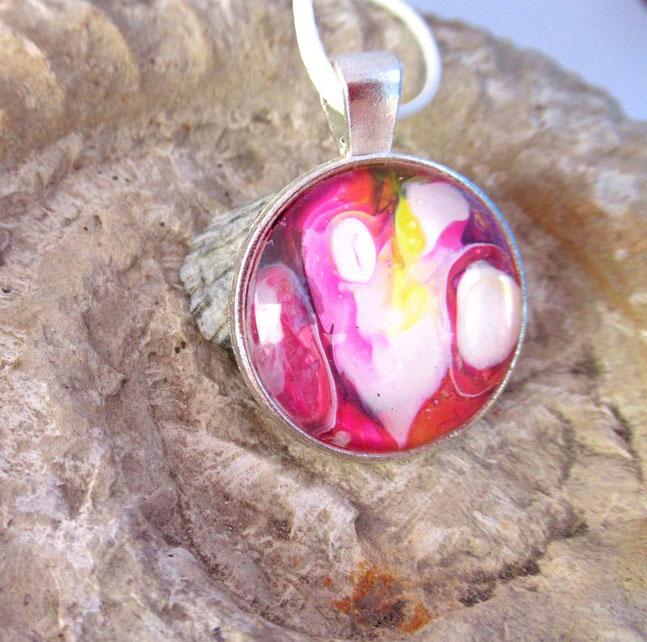 collier-fille-femme-rose-fushia-bijou-fantaisie-royan-art-collection-cadeau-original-moderne-feminin