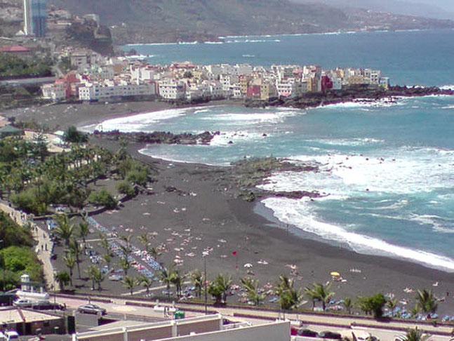 Blick über den Strand Playa Jardin am Loro Parque