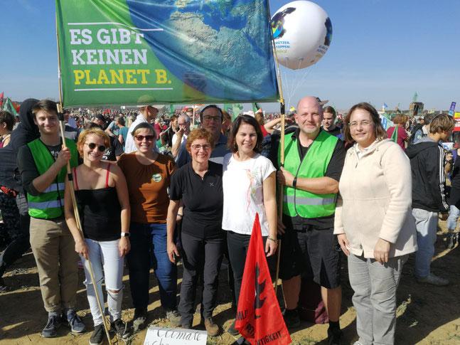 Sabine Killmann und andere Grüne aus dem Rhein-Sieg-Kreis zusammen mit Grünen-Vorsitzende Annalena Baerbock und den Bundestagsabgeordneten Britta Hasselmann und Oliver Krischer