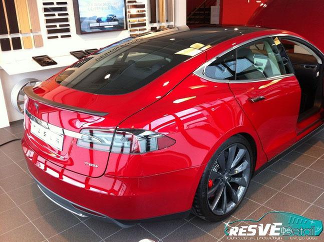 Tesla Model S P85+ actuellement au showroom de Gennevilliers (92) préparée par ResvedeDetail (Juillet 2014) !
