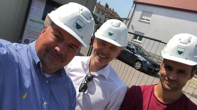 3 Personen Christoph Diehm (Technischer Direktor von Delta), Dusko Lukanic, Christian Pichl mit Helmen auf einer Baustelle