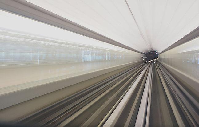 Mathieu Guillochon, photographe, métro, L14, voies, rail, tunnel, prespevctive, visualisme, reflet, sur les lignes, bruns, gris
