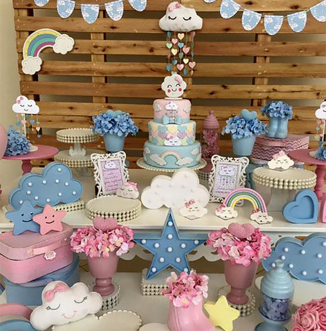 mesa de postres baby shower de arco iris