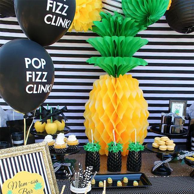 mesa de dulces fiesta piñas