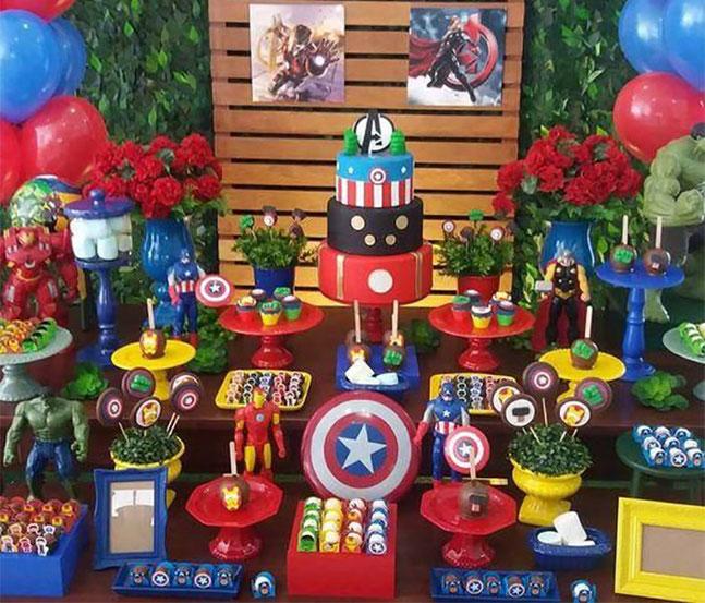 mesa de dulces avengers