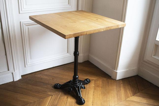Table de bistrot en bois massif - chêne clair - pied noir en fonte design vintage
