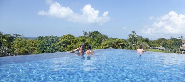 Bild: Panoramabild vom Pool im Arthotel von Sanur auf Bali
