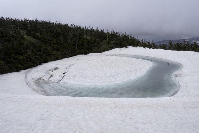 融雪進む茶臼岳