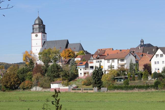 Das Wahrzeichen der Stadt Usingen ist die evangelische Laurentiuskirche im Herzen der alten Unterstadt. Foto: Konder