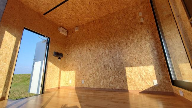富山県富山市 NEWVANコンテナ20ftハイキューブ・グレー・内装OSB・断熱材入・コンセント他設置