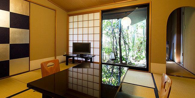 日本庭園を眺めるお部屋