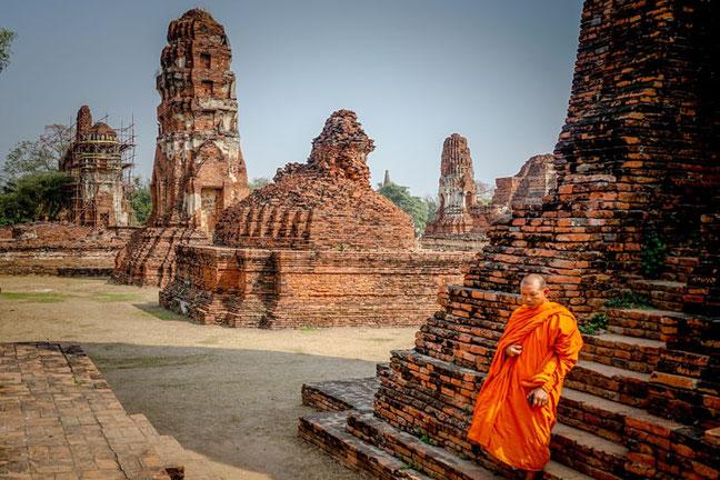 Temples et moine bouddhiste
